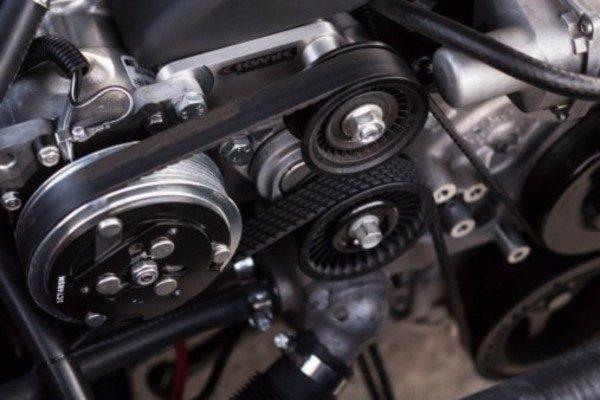 En motor som är inne på service eller reparation.